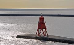 red lighthouse Newcastle  2019 (matthias416) Tags: newcastleupontyne harbour hafen meer sea ocean light licht reflections reflektionen lighthouse leuchtturm britain grosbritannien england nikon