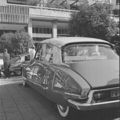 Citroën DS (davidecerrato) Tags: citroën citroends classiccar auto ilford ilfordhp5 rolleiflex mediumformat bnw bnwfilm analog