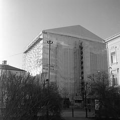 Wrapped (rotabaga) Tags: sverige sweden svartvitt standing diy gothenburg göteborg lomo lomography lubitel166 twinlens mellanformat mediumformat blackandwhite bw bwfp 120 6x6
