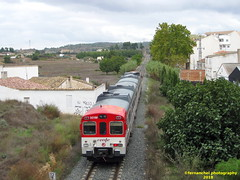Tren de Cercanías de Renfe (Línea C-3) a su paso por REQUENA (Valencia) (fernanchel) Tags: spain c3 поезд bahnhöfe railway station estacion ferrocarril tren treno train rodalies cercanias 592 s592 caudielito renfe adif requena 火車