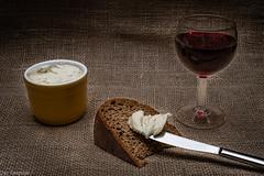 Alles, was man braucht  --- All you need (der Sekretär) Tags: brot brotkanten essen essiggurke gericht getränk gewürzgurke glas kanten lebensmittel mahlzeit messer nahrungsmittel rotwein sackleinen sauregurke schmalz schweineschmalz speise stillleben stoff textilien töpfchen wein weinglas beverage bread breadheel burlap cutlery drink fabrics food foodstuff glass heel knife lard meal pickle pickles redwine sackcloths sacking smallpot stilllife wine wineglass