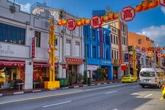 Southbridge road in Chinatown in Singapore (UweBKK (α 77 on )) Tags: singapore southeast asia sony alpha 77 slt dslr city urban southbridge road street chinatown shop house building color car traditional