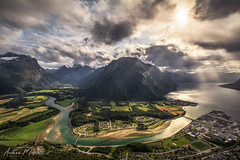 Rampestreken viewpoint - Åndalsnes (Norway) (Andrea Moscato) Tags: andreamoscato norvegia norge bokmål nynorsk north europe view vivid vista day light luce shadow ombre blue white red yellow cielo sky water sea reflection riflesso art artist clouds nature natura nuvole natural naturale fiordo fiord mountain montagna mare landscape deep path trail trekking hiking history historic panorama monument tourist attraction rock stones air overlook fishing village city città cityscape architecture sun sunset dusk tramonto green orange brilliant river ray