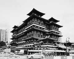 Buddha Tooth Relic Temple (Thanathip Moolvong) Tags: graflex crown graphic shanghai gp3 100 682 bw film hc110 developer