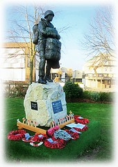 New Paratrooper Statue - Aldershot * (John(cardwellpix)) Tags: 7129 new paratrooper statue aldershot recognition special relationship between the parachute regiment air forces home british army 1946 2000 sculptor goodman ~2019