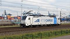 2018-11-09_8396 Rurtalbahn 186 425 (Railpool) Waalhaven Rotterdam (Peter Boot) Tags: railpool rpool 918061864255drpool drpool 186425 rtb186425 rtbc186425 rurtalbahn traxx bombardier losseloc llt eloc havenspoorlijn waalhaven rotterdam traxxf140ms boboel cargo goederentrein goederenvervoer nederland spoor spoorwegen train trein