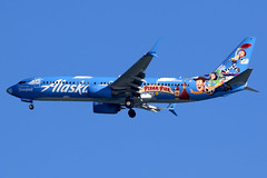 Alaska Airlines | Boeing 737-800 | N537AS | Disney Pixar Pier livery | San Francisco International (Dennis HKG) Tags: disney disneyland toystory pixarpier n537as aircraft airplane airport plane planespotting canon 7d 100400 sanfrancisco ksfo sfo alaska alaskaairlines asa as usa boeing 737 737800 boeing737 boeing737800