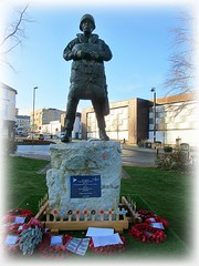 New Paratrooper Statue - Aldershot * (John(cardwellpix)) Tags: recognition special relationship between the parachute regiment air forces aldershot home british army 1946 2000 sculptor goodman 2019 new paratrooper statue