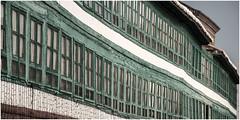 0037- DETALLE DE LAS GALERIAS EN LA PLAZA MAYOR DE ALMAGRO (CIUDAD RAL) (--MARCO POLO--) Tags: plazas galerías cristaleras ventanas rincones