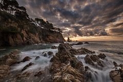 Today's Sunrise (Sònia CM) Tags: fuji fujifilm fujinon xt2 fujixt2 landscape longexposure largaexposicion llargaexposicio sea sky seascape morning morninglight mar sun sunrise water waterscape girona catalunya catalonia rocks clouds