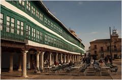 038-LA IMPRESIONANTE PLAZA MAYOR DE ALMAGRO (CIUDAD REAL) (--MARCO POLO--) Tags: plazas galerías cristaleras ventanas soportales rincones