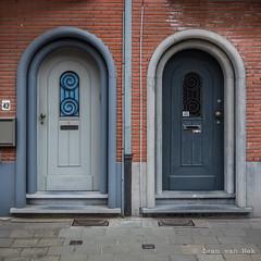 Elf-Julistraat, Brugge (Ivan van Nek) Tags: doors elfjulistraat brugge westvlaanderen belgië belgium belgique nikond7200 doorsandwindows portesetfenêtres ramenendeuren architecture architectuur 2018