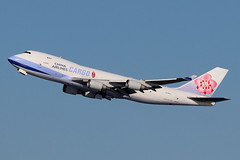 B-18721 | Boeing 747-409F | China Airlines Cargo (cv880m) Tags: newyork jfk kjfk kennedy johnfkennedy aviation airliner aircraft airplane jetliner airport spotting planespotting airline b18721 boeing 747 74f 747f 744 747400 747409f chinaairlines cargo aircargo freight freighter dynasty jumbo taiwan asia