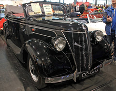 Topless V8 (Schwanzus_Longus) Tags: bremen classic motorshow german germany old vintage car vehicle cabrio cabriolet convertible topless ford v8 gläser