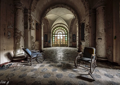 Riparto... dalla Luce (Annalisa Grassi) Tags: urbanexploration urbex manicomio ospedale abbandono abandoned decay decadenza arteminore ilmondodilisa
