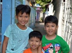 handsome brothers (the foreign photographer - ฝรั่งถ่) Tags: three handsome brothers kids khlong thanon portraits bangkhen bangkok thailand nikon d3200