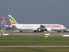 "Ethiopian Airlines                                      B787 ""Dreamliner""                               ET-AXK (Flame1958) Tags: ethiopian ethiopianairlines ethiopianb787 boeing787 dreamliner boeingdreamliner boeing b787 787 etaxk dub eidw dublinairport 080220 0220 2020 1746"