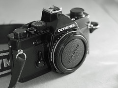OLYMPUS OM1 (でんたく) Tags: olympus 55mm omd om camera black white om1