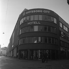 Hotell (rotabaga) Tags: sverige sweden svartvitt göteborg gothenburg blackandwhite bw bwfp diy lomo lomography lubitel166 twinlens mellanformat mediumformat fomapan fomadon