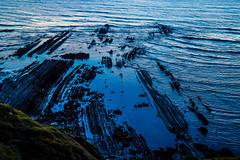 Baskenland0202Sopela (Harald Schulz) Tags: baskenland basque spanien spain espana bilbao reise travel strand beach meer ocean atlantik sonnenuntergang felsen rock water himmel wasser sky outside blaue stunde blue hour
