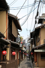 Pontocho Alley, Kyoto (Rick & Bart) Tags: streetphotography japan nippon 日本 rickbart city landoftherisingsun rickvink canon eos70d kyoto 京都市 urban pontochoalley alley street
