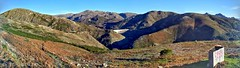 Panorâmica do miradouro de Brufe (vmribeiro.net) Tags: braga brufe geo:lat=4176630200 geo:lon=822408300 geotagged portugal prt assureira famous place parque nacional penedagerês britelo north europe southern landscape nature mountain outdoors sky valley water hill grass horizontal color image vilar da veiga no people scenics rural scene natural landmark nonurban day