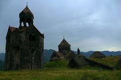 Monasterio de Haghpat. Una joya armenia. (alfonsocarlospalencia) Tags: monasterio medieval armenia patrimonio humanidad maravilla religión joya tejados musgo cruces cúpulas historia montañas ventanas