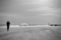PHOTOGRAPHER (WOLFGANG) BETWEEN SAND AND WAVES (bhs-photo) Tags: bnw noiretblanc schwarzweis monochrome street northsea domburg zeeland walcheren lieca leicaq minimal photographer sturm storm sturmtiefsabine