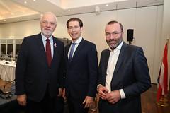 Jan Olbrycht z Manfredem Weberem, przewodniczącym grupy EPL w PE oraz Sebastianem Kurzem,kanclerzem Austrii