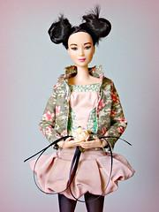 Asian Girl 🌸 (Deejay Bafaroy) Tags: barbie madetomove mtm mattel doll puppe asian portrait porträt antiquepink dustypink oldpink green grün black schwarz rose flower blume