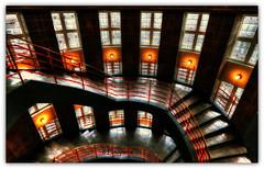Schummerlicht im Treppenhaus (petra.foto busy busy busy) Tags: fotopetra hamburg treppe treppenhaus sprinkenhof kontorhaus