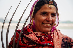 Portrait of a woman with a pitchfork, Rajasthan (Linda Crawley) Tags: india rajasthan sonyrx10m4