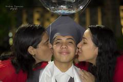 José Ariel - Sesión de Graduación (and04_espinosa) Tags: sesion de fotos graduación urbana nocturan familia amor love boque noche luces
