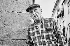 Mann (rainerneumann831) Tags: bw blackwhite street streetscene ©rainerneumann urban monochrome candid city streetphotography blackandwhite mann portrait lisboa lissabon