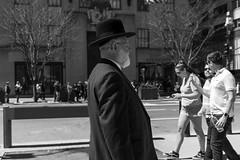 Man with hat (New York people) (Samarrakaton) Tags: samarrakaton 2019 nikon d750 2470 nyc newyork nuevayork estadosunidos usa eeuu manhattan viaje travel gente people street callejera urbana urban byn bw blancoynegro blackandwhite monocromo
