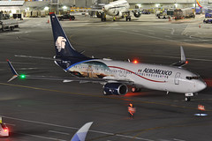 XA-AMK (Rich Snyder--Jetarazzi Photography) Tags: aeromexico amx am boeing 737 737800 737852 b737 b738 xaamk departure sanfranciscointernationalairport sfo ksfo millbrae california ca airplane airliner aircraft jet plane jetliner ramptowera rcta atower dark night lights