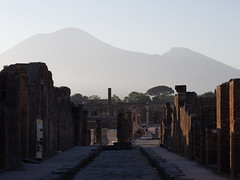 the dancers of Pompeii (Cosimo Matteini) Tags: pompeii pen olympus vesuvius pompei m43 ep5 cosimomatteini mzuiko45mmf18 people tourism ruins tourists mountvesuvius vesuvio thedancersofpompeii
