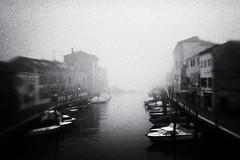 3511 (Elke Kulhawy) Tags: verschwommen vignette venedig venice venezia wasser water winter italien italy insel grain grainy nebel fog fineart monochrome monochromes blackandwhite bnw bw bwphotographie bnwbw black himmel surreal sky schwarzweiss