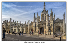Woman camouflages self as Victorian post box outside King's College Cambridge (Roland Bogush) Tags: cambridge sonyrx100mk7