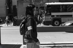 pretty girl (New York people) (Samarrakaton) Tags: samarrakaton 2019 nikon d750 2470 nyc newyork nuevayork usa eeuu estadosunidos manhattan callejera street urbana urban gente people byn bw blancoynegro blackandwhite monocromo girl chica