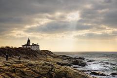 Beavertail Park in Jamestown, RI (WilliamND4) Tags: beavertail lighthouse rhodeisland coast ocean nikon cloudy rocks people water