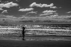 Corriendo al viento (Wal Wsg) Tags: corriendoalviento windrun playa beach corriendo correr runing runer dia day argentina provinciadebuenosaires mardeltuyú mar sea phwalwsg photography photo fotografia foto canon canonesorebelt6i canont6i outside landscapes lanscapes viajes travel traveling
