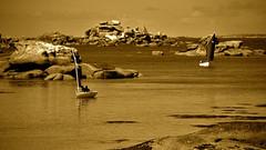 tourony en sépia (eric-foto) Tags: sépia bretagne brittany breizh bzh granit granitrose boat bateau voilier sea mer océan rochers côtesdarmor littoral tourony trégastel