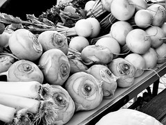 Kraut und Rüben (Boddenjung) Tags: vegan gesund essen black markt marktplatz gemüse