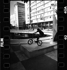 1963 (Victor Frezza) Tags: leicacamera leicacl leicastreetphotography bmx bmxbrasil bmxstreet blackandwhite film35mm leica35mm voigtlander28mm ilfordfilm ilfordhp5 ilfordphoto