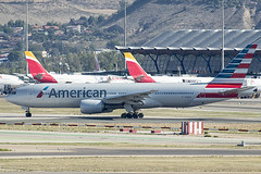 N783AN | American Airlines | Boeing B777-223(ER) | CN 30004 | Built 2000 | MAD/LEMD 25/09/2019 (Mick Planespotter) Tags: aircraft airport airplane aviation aeroplane avgeek avion plane planespotter spotter jet n783an american airlines boeing b777223er 30004 2000 25092019 mad aa lemd adolfosuárez barajas madrid madridbarajas b777