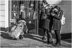 Getting the angle right (Patricia Wilden) Tags: cambridge urbanstreet cameras eos70d takingpics photographers city flickr street