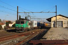 La verte juste avant les nuages (railmax07) Tags: train ferroviaire fret naviland bb22275 conteneurs fos venissieux tain plm