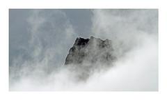 Eclaircie (Yvan LEMEUR) Tags: ariège montagne mountain eclaircie nuages nuagesenmontagne extérieur landscape paysage soulcem lacdesoulcem auzat vicdessos tarasconsurariège france pyrénées randonnéepyrénéenne