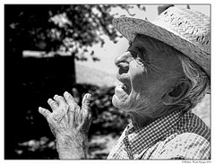 Quand les mains se souviennent (francis_bellin) Tags: olympus rue blackandwhite streetphoto bw street bwphoto netb homme photoderue photographierlarue andalousie ville photographie village streetphotographie ronda blackandwhitephoto monochrome portrait photographederue photographe noiretblancphoto blanco 2019 noiretblanc espagne